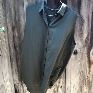 Uniqlo sleeveless button-up shirt
